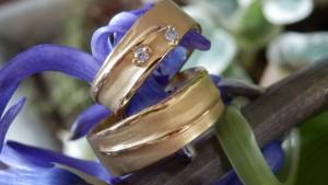 Exclusieve ambachtelijke trouwringen met diamanten