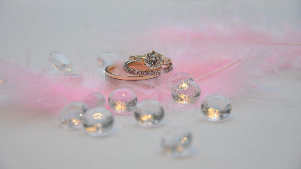 Triset trouwringen verkrijgbaar bij Rozenhof Trouwringen