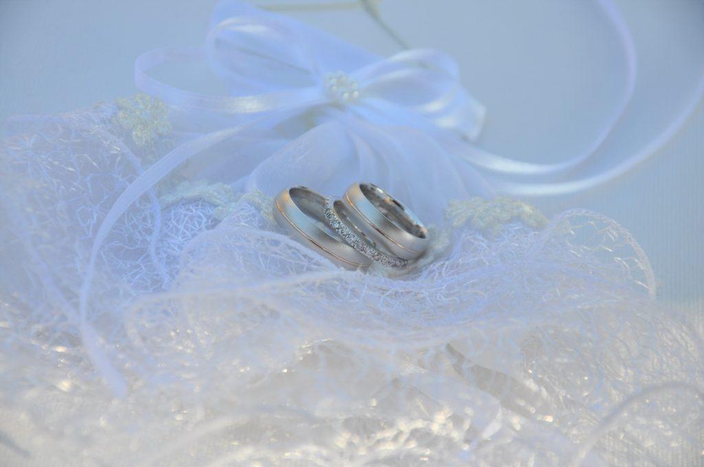 Mooie triset trouwringen met een luxe uitstraling.